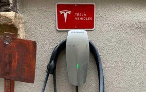 Cargador coche eléctrico tesla